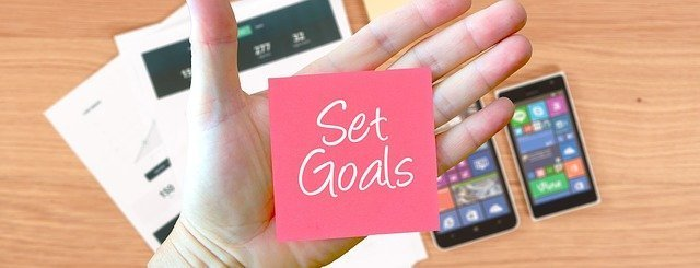 Image of a note that says set goals