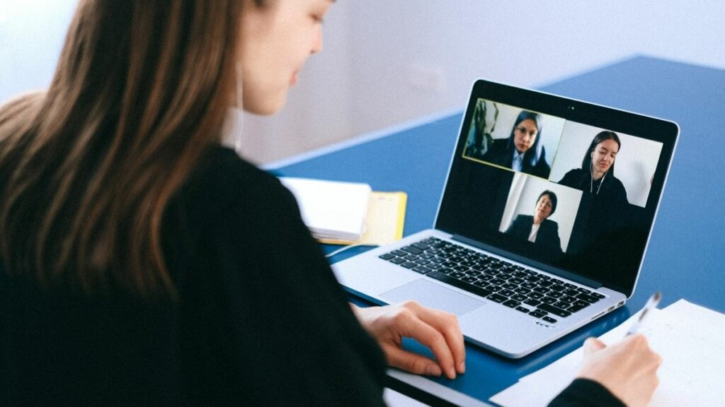 How to Use Zoom to Set up a Meeting in Less Than 10 Minutes Featured Image