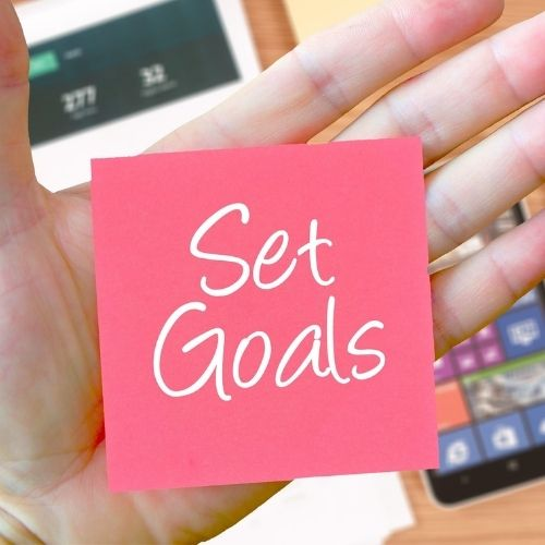 Image of a sticky note saying set goals for the ability to multitask.